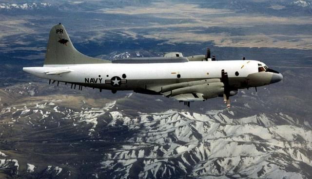 美国EP-3侦察机 据英国广播公司(BBC)5月19日报道,美国国防部周三(18日)表示,两架中国战机以不安全方式,在南海国际空域拦截一架正在飞行的美国侦察机。美国全国广播公司报道称,美方称,当时中国两架J-11战机与美国海军EP-3军机距离约15米(50英尺) 据报道,五角大楼发言人杰夫戴维斯少校在声明中表示,国防部正在对5月17日中国两架战机拦截一架美国海上巡逻侦察机事件进行检讨。他还说,最初报告描述这一事件为不安全事件。但是他没有披露进一步的详情。 戴维斯表示,在过去一年里,国防部